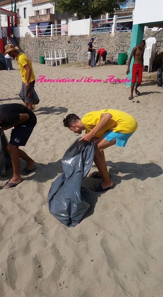 الشاطئ يريد شعب نظيف  - Association El Ikram Annaba